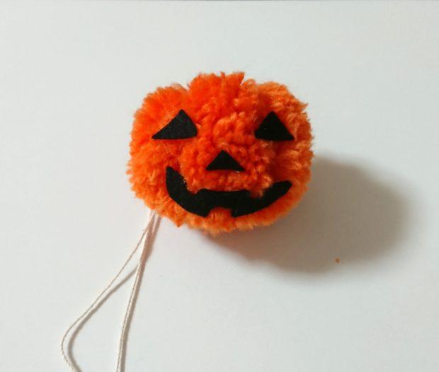 かぼちゃぽんぽん 目鼻口とりつけ