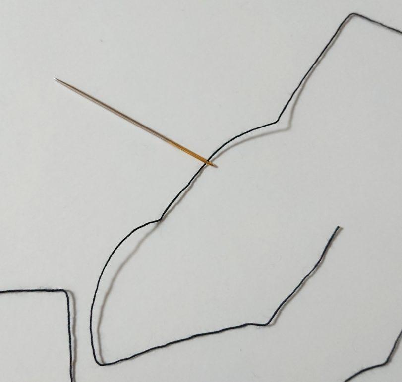 厚紙 ハーフぽんぽん 針に糸通す