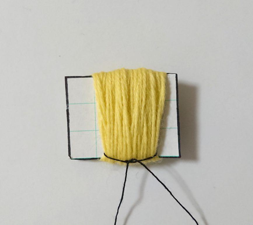 厚紙 ハーフぽんぽん 糸を結ぶ①