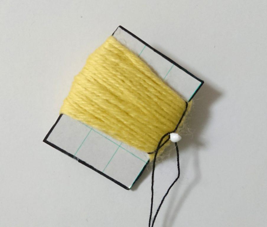 厚紙 ハーフぽんぽん 糸を結ぶ②